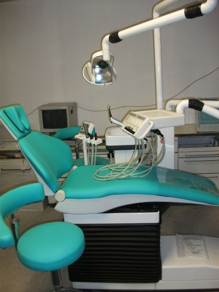 Sirona E2 Behandlungseinheit Zahnarztstuhl